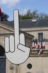 Premier mai 2018 à Caen (leroux.maximilien62) Tags: caen calvados normandie normandy france manifestation demonstration préfecture doigt finger drapeau flag fahne printemps springtime frühling frankreich