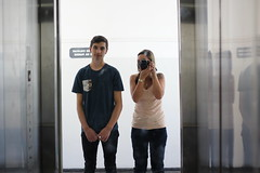 João Pedro (veriparize) Tags: ensaiofotográfico uepg people portrait retrato reflexo mirror canon canont5 veridianeparize