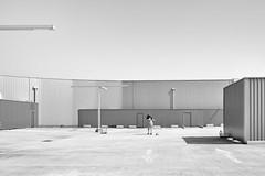 Performance by ... Soraya (johann walter bantz) Tags: xpro2 fujifilm modernart artistique architecturale architecture design designindustrielle monochrome blackwhite roissy centrecommercial centre parking aéroville
