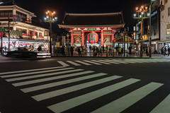 Kaminarimon (Asakusa) (enebisu) Tags: 雷門 浅草 浅草寺 仲見世通り 交差点 night 提灯 sony α7ii ilce7m2 a7ii mc11 sigma 2435mmf2 dghsmart