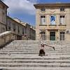 Une marche après l'autre (Thierry.Vaye) Tags: zia avignon marches escalier saintagricol danseuse acrobate parvis provence vaucluse