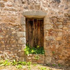 La vieille porte (S@ndrine Néel) Tags: door porte sthaonlechatel loire villagedecaractère neelsandrine