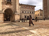 En plein tournage (Jolivillage) Tags: jolivillage village borgo pueblo montepulciano toscane tuscany toscana italie italia italy europe europa film médiéval old picturesque geotagged man personnage
