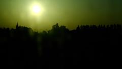 fiorivano le viole (#mimesi) Tags: panorama orizzonte linee tetti alba solepallido giallo nero ontheroad movimento fujix light