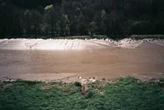 Avon mud, sunshine (knautia) Tags: portway avongorge riveravon bristol england uk april 2018 film ishootfilm olympus xa2 nxa2roll4 fuji superia 400iso olympusxa2 mud river avon