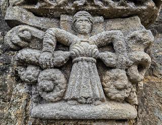 Castelviel, Serpents capital front