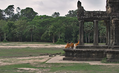 Monks at Angkor Wat (hasor) Tags: siem reap cambodia southeastasia angkor wat temple old ancient monks buddhist buddhism