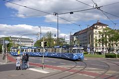 P-Zug 2006/3039 am Stachus (Frederik Buchleitner) Tags: 2006 3039 karlsplatz langenachtdermusik linie21 munich münchen oisisblues oisisbluestram pwagen stachus strasenbahn streetcar tram trambahn