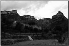 Can Corona i Vallderrós, Riells del Fai (el Vallès Oriental) (Jesús Cano Sánchez) Tags: elsenyordelsbertins canon eos20d tamron18200 catalunya cataluña catalonia barcelonaprovincia valles vallesoriental cinglesdeberti lavalldeltenes riellsdelfai biguesiriells masia catalanfarmhouse bn byn bw