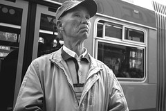 San Francisco, Chinatown (Dave Glass . foto) Tags: sanfrancisco chinatown chinatownsanfrancisco chinatownsf stocktonstreet 30stockton muni municipalrailway busstop konicazup28w kodaktmax400 filmphotography 35mmfilm 35mm street streetphotography