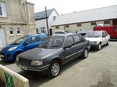 Peugeot 309 pair #1 (occama) Tags: j756vpu h997awd peugeot 309 pair old car cornwall uk french white grey 1990 1992