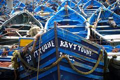 Barques (crossa) Tags: essaouria marroc maroc nikon1j5 nikon1 j5 nikkorvr1030mm 1030mm morocco port puerto barca boat bateau pesca pêcher fishing blau blue azul kayttoune bote mar mer sea agua