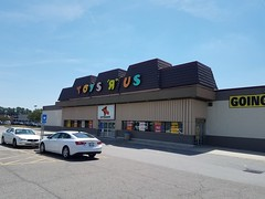 """End of an Era (Retail Retell) Tags: toys""""r""""us augusta ga classic exterior geoffrey giraffe retail liquidation closing bankruptcy going out business former toy store toys r us"""