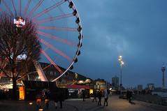 Burgplatz (nin.zara) Tags: stadt abend weihnachtsmarkt city riesenrad ferriswheel germany deutschland düsseldorf night nacht nikond90