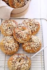 BAGELS INTEGRALI (GIULIA GODEASSI) Tags: foodphotography foodstyling bread baking pane bagels homemade cibo food giuliagodeassi flour seeds