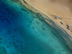 Contrast from above (Robyn Hooz) Tags: egitto aerial green emerald mare sea sabbia sand rosso redsea egypt clear