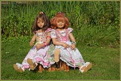 Milina und Sanrike ... Sitzstreik ... (Kindergartenkinder 2018) Tags: schloss lembeck kindergartenkinder sanrike milina annette himstedt dolls