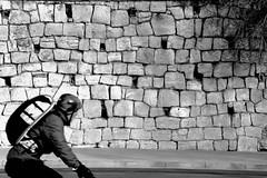 What was he looking at ?? (jaume zamorano) Tags: blackandwhite blancoynegro blackwhite blackandwhitephotography blackandwhitephoto bw cyclist d5500 lleida monocromo monochrome nikon noiretblanc nikonistas muro pared mur street streetphotography streetphoto streetphotoblackandwhite streetphotgraphy urban urbana wall ons