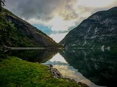 Norway (JCMCalle) Tags: noruega landscape paisaje rio river montaña mountain río agua jcmcalle image photohoot fhotografy photofrapher nofilter naturaleza nature naturephotography nofilters reflejos norway