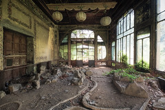 The aquariums of the past (Mike Foo) Tags: urbex fuji fujifilm xt2 abandoned abbandono rozklad hdr haunting villa aquarium derelict decay architecture window summer room