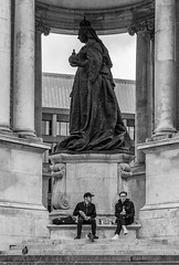 Picnic at The Foot of a Queen (Geoff France) Tags: mono monochrome blackandwhite street streetphotography alfresco picnic urban liverpool victoria