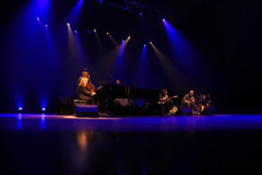 Diana Krall -  Live in Brazil (alestaleiro) Tags: concert jazz singes piano player woman curitiba music musique música show vivo live stage lights nite night noche dianakrall stainway musical alestaleiro
