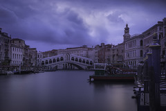 Venetian paths 88(Sunrise on Rialto bridge) (Maurizio Fecchio) Tags: venice venezia sunrise morning bridge boats gondola italia italy city cityscape travel architecture longexposure clouds sky