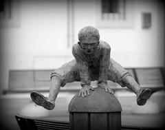Bronzo.... (pjarc) Tags: italy italia veneto soave verona scultura sculpture bronzo bronze salto jump ragazzo boy arte art foto photo digital bw black white biancoenero nikon dx 2018