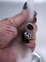 Hände waschen (ingrid eulenfan) Tags: macro makro morgens hand waschen fingernägel fingernails nails lack sonyalpha6000 sonye30mm