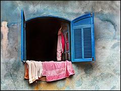 ariane (ccarriconde) Tags: pink blue window topf25 azul brasil paraty casa interestingness topf50 rosa ccarriconde cristinacarriconde ariane janela topf150 topf100 paratii jaqueta quilombodocampinho tolhas casadecolorir copyrightcristinacarricondeallrightsreserved cristinacarriconde