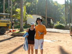 Stan with his gorgeous girl Susan (monkeys with tails) Tags: 2006 stan puertovallartamexico stanspics stanandsusan