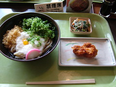 TORORO BUKKAKE UDON (kenic) Tags: food japan lunch japanese udon  no smoking hashi chopsticks bukkake okayama  tororo karaage  siraae