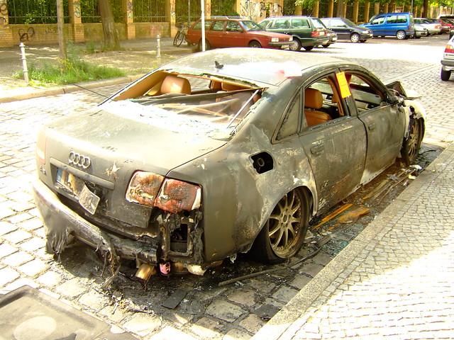 berlin kreuzberg burn autos audi a8 brennende