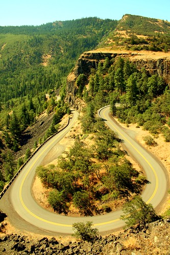 Rowena Crest, on the Columbia River Gorge Highway. From Flickr user H Dragon, courtesy Creative Commons.