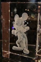 Mickey Mouse crystal (J.Chin Photography) Tags: vacation 20d canon mouse eos iso800 us unitedstates crystal canon20d august 2006 noflash mickey canoneos20d disneyworld mickeymouse handheld swarovski usm 1785mm efs efs1785mmf456isusm 2006august jchinphotography ©johnnyjchin