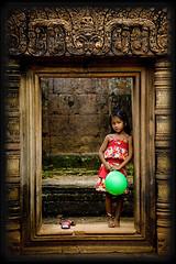 Girl with balloon at Angkor Wat, Cambodia (Eric Lafforgue) Tags: door woman green girl female ball temple topf50 women ruins asia cambodge cambodia kambodscha femme balloon ruine phnompenh porte asie angkor fille cambodja banteaysrei kemboja kamboja banteay srei 柬埔寨 camboya カンボジア kampuchea camboja cambogia קמבודיה lafforgue fivestarsgallery ericlafforgue abigfave lafforguemaccom greatportraits mytripsmypics ©ericlafforgue kambodža καμπότζη kamboĝo कम्बोडिया камбоджа kamboçya jiǎnpǔzhài 9892 wwwericlafforguecom