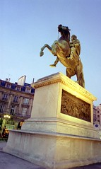 place-des-victoires-night-equestrian