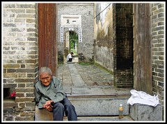 in a fishing village (Keith.Fulton) Tags: china woman rural liriver bravo fulton fs the guanxi lijiangchina pessimists ruralchina p1f1 krfulton krfultonphotography fultonimages fultonphotography