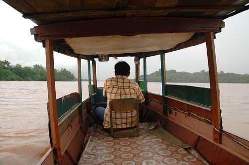 Bote en el río Mekong en Luang Prabang