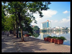 Boulevard, Hotel and Lake (E8Club) Tags: road street plaza lake tree architecture youth john asian star hotel see big asia vietnamese boulevard 5 south wide romance architectural east vietnam tay architect teen westlake teenager romantic tall strase ho hanoi avenue thanh today kontrast luxury sofitel mccain nien hochhaus bac outstanding truc accor