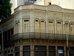 Rua Uruguaiana (Gijlmar) Tags: brasil brazil brasilien brsil brasile brazili riodejaneiro  cidademaravilhosa  amricadosul amricadelsur southamerica amriquedusud janela venster finestra okno fenster window ventana fentre ablak