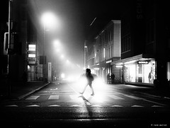 Another foggy xmas shopping (René Mollet) Tags: fog foggy nebel nightshot night shadow street streetphotography silhouette shoping cars light backlight aarau sidewalk woman renémollet ©enemollet dark