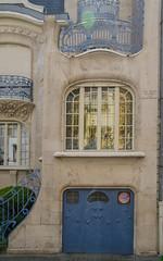 Villa Brion - Garage (Zéphyrios) Tags: strasbourg alsace basrhin grandest d7000 nikon neustadt artnouveau ferronneriedart ferforgé ferronnerie xx pierredetaille baroque vantailànervures vitrail augustebrion
