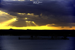ASTRO_REI_ESPREITANDO_NACALA_PORTO_MOÇAMBIQUE (paulomarquesfotografia) Tags: paulo marques pentax k5 smc 18135mm por do sol sunset astro rei king mar sea nuvens clouds reflexo cores colors céu sky moçambique mozambique nacala porto