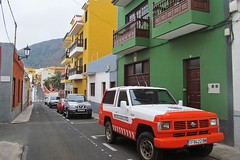 colorful houses :) (green_lover) Tags: street cars town garachico tenerife canaryislands spain buildings architecture vanishingpoint travels
