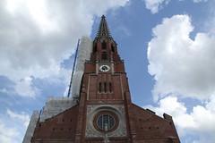 Wärmewickel bei Mittelohrentzündung rechts (raumoberbayern) Tags: kirche church auerdult munich münchen robbbilder baustelle constructionarea léglise chantier ciel
