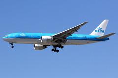 KLM | Boeing 777-200ER | PH-BQE | Los Angeles International (Dennis HKG) Tags: klm kl aircraft airplane airport plane planespotting skyteam canon 7d 100400 losangeles klax lax boeing 777 777200 boeing777 boeing777200 777200er boeing777200er phbqe
