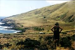 Trekking costa norte (photo du chaleins) Tags: photo photography analoga analog analogphotography film fotografia foto 200asa rollo fotografiaanaloga zenit zenit11 rapanui easterisland trekking