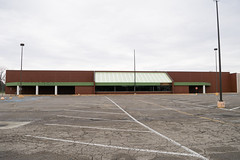 Former Marsh - Anderson, IN (Nicholas Eckhart) Tags: america us usa anderson indiana in 2018 retail stores grocerystore market supermarket former closed vacant empty shuttered marsh