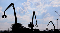 Hamnkranar (Explore) (Cajofavi) Tags: fs180429 arbete work fotosondag hamnkranar kalmar sweden cranes harbour siluett silhouette シルエット